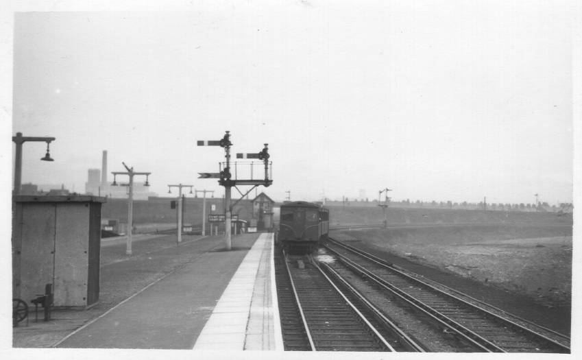 LOR train approaching Seaforth & Litherland Station