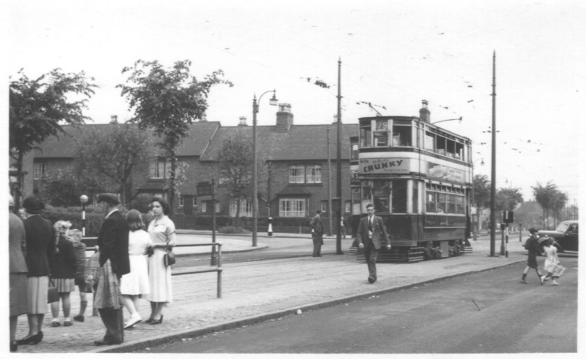 Tram 667 and 670 Nr Holly Lane
